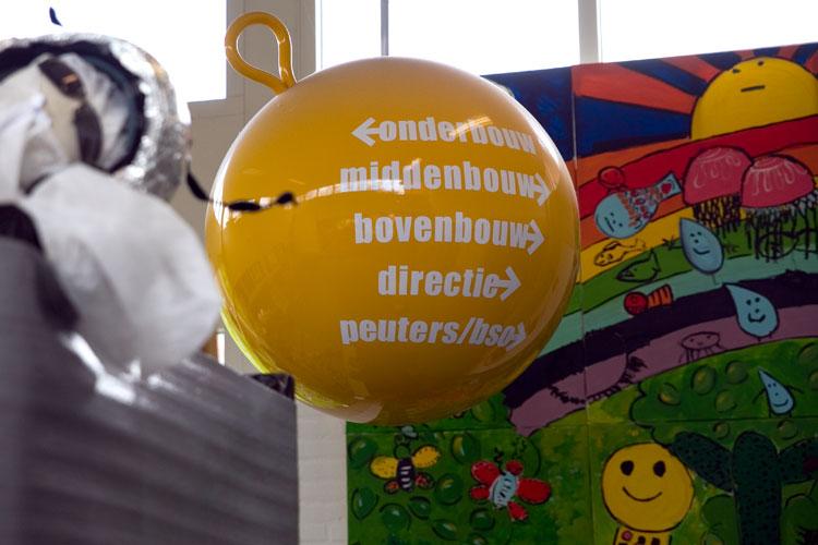 """Borgmanschool Groningen. """"Een heldere bewegwijzering , functioneel voor bezoekers en spreekt tot de verbeelding van kinderen."""""""