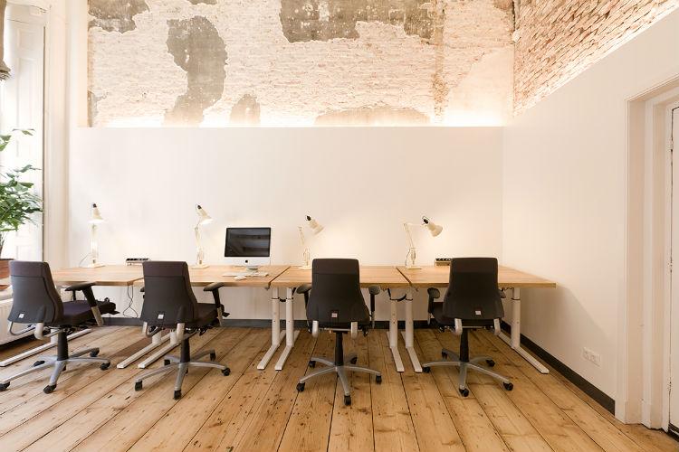 De arbo-gekeurde bureau's zijn op maat gemaakt met massief eiken blad