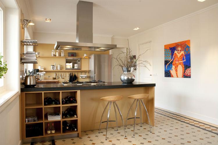 Verbouwing en interieurconcept van de woonkeuken met bijkeuken in een dertigerjaren huis in Roodeschool.