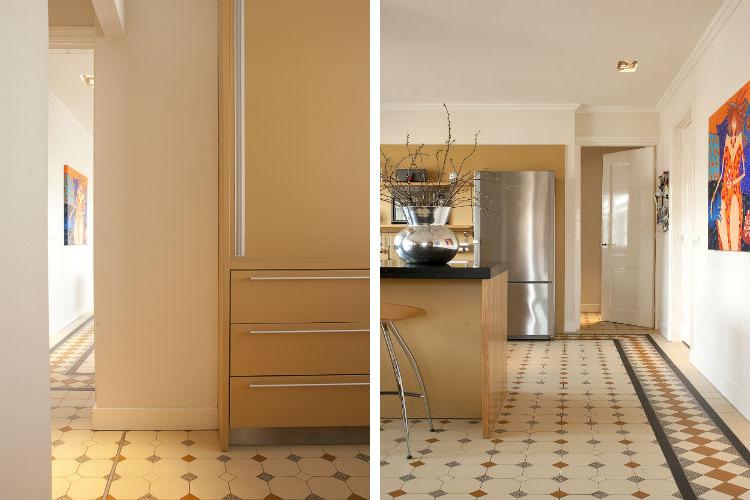 Detail overgang van bijkeuken naar de woonkeuken - De mozaiekvloer als blikvanger in de keuken. Ontwerp DenkRuim interieurconcepten.
